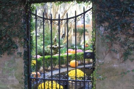 Copy courtyard thru gate